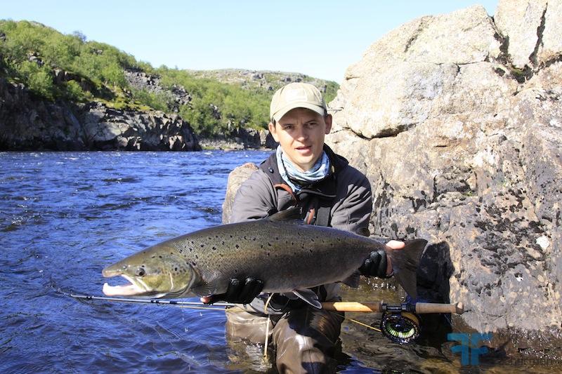 как ловить лососевых рыб